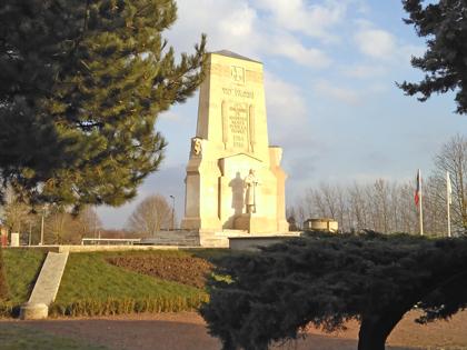 monument-aux-morts-masnieres-picardie
